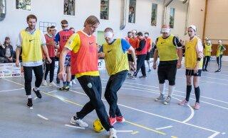 ГАЛЕРЕЯ | В Таллинне сыграли в футбол для незрячих. На площадке среди прочих были Парейко и Шмигун-Вяхи