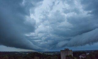 Метеослужба предупреждает: сегодня ожидаются грозовые ливни и сильный ветер, возможен град