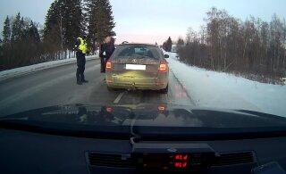 Пьяный мужчина без прав вез семью за покупками со скоростью 150 км/ч. Его наказали арестом, а жену — штрафом