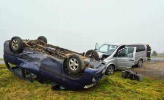 ФОТО | В Вильяндимаа столкнулись два микроавтобуса. Два человека доставлены в больницу