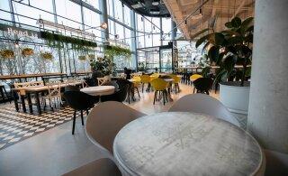FOTOD | Tallinna südalinna söögikohtades valitseb pärast piirangute leevendamist tühjus, inimesed ostavad pigem toitu kaasa