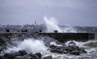 ФОТО | Надвигается шторм. Ветер уже обрушил на Таллинн волны