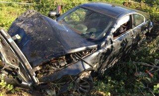 ФОТО читателя Delfi   На Таллиннской окружной дороге погиб водитель BMW