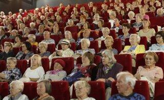 Tallinna linnavõimu korraldatud filmiürituselt lahkusid osad pensionärid pisarsilmi: nad visati saalist välja