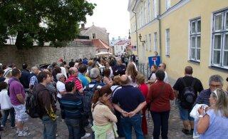 Как веселящиеся в Эстонии туристы наводят на местных ужас и влияют на рынок жилья