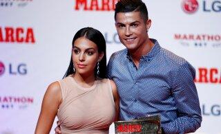 СМИ: Роналду тайно женился на своей подруге Джорджине