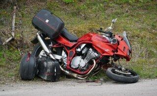 ФОТО | Не заметили маневров друг друга: столкнулись мотоцикл и автомобиль