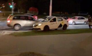 Видели видео с таксистом, спасшим протестующего в Минске? Студент, убегавший от спецназа, рассказал, как все было