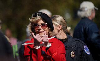 FOTOD | 81-aastane Jane Fonda hakkas kliimaprotestijaks, naisel pandi käed raudu ja ta viidi kongi