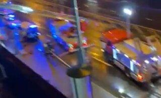 ВИДЕО | На выходных в Таллинне из окна большого дома выпрыгнул мужчина, но выжил. Через полдня в соседнем подъезде человек разбился насмерть