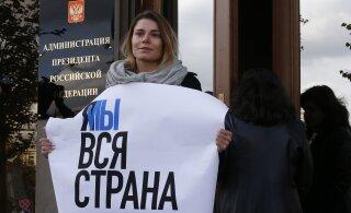ВИДЕО | Табаков, Паль, Бортич и другие актеры пикетируют администрацию президента РФ из-за дела Устинова
