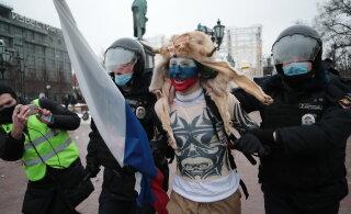 ХРОНИКА ДНЯ | Митинги за Навального более чем в 100 городах России, задержано 2800 участников, в Москве и Питере столкновения с ОМОНом