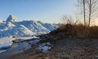 ФОТО читателя Delfi: На Чудском озере за ночь образовались снежные горы