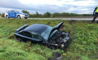 ФОТО | В Ярвамаа пьяный водитель съехал с дороги