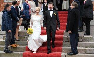 LAHUTUS | Siret Kotka pani oma pulmakleidi 30-eurose alginnaga oksjonile