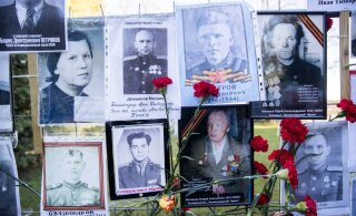 """Российские организаторы """"Бессмертного полка"""" объявили об отмене шествия 26 июля"""