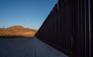 Пентагон предоставил 1 миллиард долларов на стену на границе с Мексикой