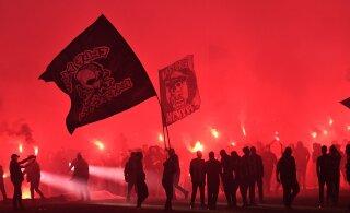 VIDEO | Üle 34 aasta Kreeka vutimeistriks tulnud PAOK-i fännid panid korraliku lõkke püsti!