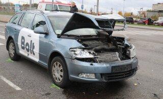 ФОТО | Авария с участием автомобиля Bolt застопорила движение на горке Сосси