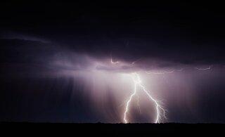 В Италии сфотографировали гигантскую молнию