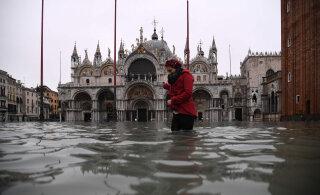 ФОТО | Крупнейшее наводнение за полвека: уровень воды в Венеции достиг критического уровня