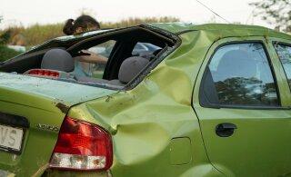 ФОТО: Пьяная женщина на авто вылетела в кювет, транспортное средство несколько раз перевернулось