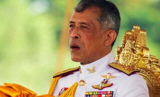Король Таиланда сбежал от коронавируса в Альпы с гаремом из 20 наложниц