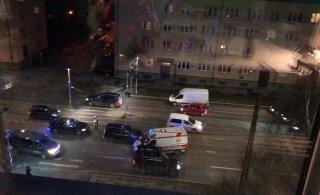 ВИДЕО | В Таллинне машина сбила девушку на пешеходном переходе
