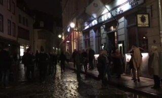 ВИДЕО | Из бара в Старом городе эвакуировали посетителей из-за странного газа