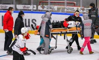 ВИДЕО: Носилки на лед! Жестокая драка в российском хоккее