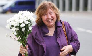 Нобелевский лауреат Светлана Алексиевич покинула Беларусь