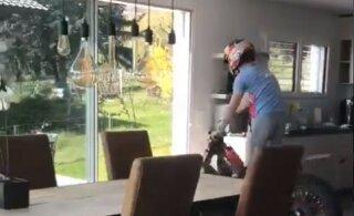 VIDEO | Tsikliga köögis ehk kuidas Sebastien Loeb karantiini ajal igavust peletab