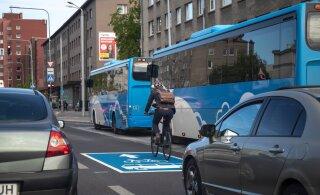 В таллиннских автобусах из-за резкого торможения пострадали два человека