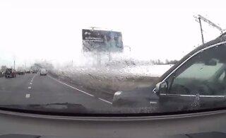 ВИДЕО | Полиция выложила запись таллиннского ДТП, в котором столкнулись четыре автомобиля