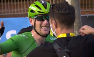 """Юный 21-летний словенец сенсационно выиграл """"Тур де Франс"""", ирландец Беннет взял этап на Елисейских полях"""