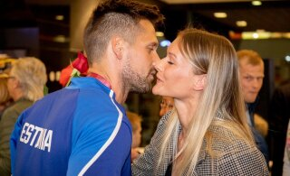 ФОТО: Латвийская спортсменка приветствует Магнуса Кирта страстным поцелуем