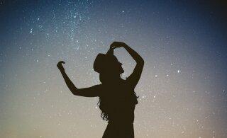 Tantsimine teeb meid õnnelikuks ja pidurdab keha vanenemisprotsesse: kuidas unustada valehäbi ja üksi kodus täiega tantsida?