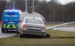 Полиция не штрафует водителей с просроченной медсправкой. Но в случае ДТП с точки зрения закона у них нет водительских прав