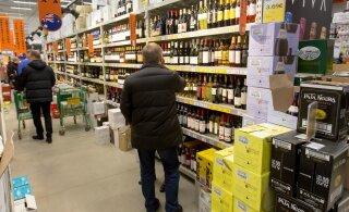 В чей карман пошли деньги? Снижение алкогольного акциза на ценах отразилось в половину меньше ожидаемого