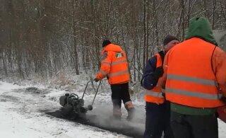 ВИДЕО | С первым днем зимы! В Таллинне приступили к укладке асфальта