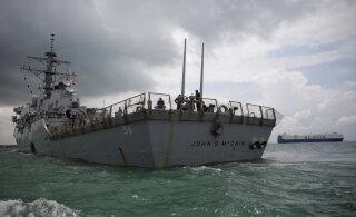 Россия сообщила, что американский эсминец нарушил российскую границу