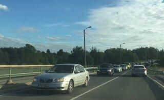 ФОТО И ВИДЕО | Велогонка в память о Лаури Аусе вызвала в районе Пирита и Ласнамяэ огромную пробку