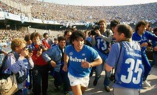 Narko- ja maffialinnas, kus ka saatan vajab ihukaitsjat, tõusis Maradona jumalast suuremaks