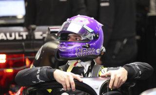 FOTOD | Ricciardo avaldab kiivridisainiga austust Kobe Bryantile