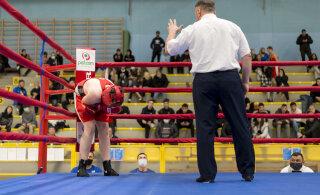 FOTOD | Eesti noorpoksijate meistrivõistlused algasid karmide duellidega