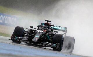 Austria vormel 1 etapi kvalifikatsioon peeti vihmasajus, Lewis Hamilton oli teiselt planeedilt