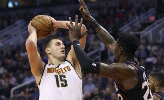 Djokovici turniiril koroonasse nakatunud NBA staar naasis meeskonna juurde