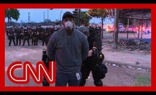 ВИДЕО | Полиция в Миннеаполисе задержала съемочную группу CNN прямо в прямом эфире