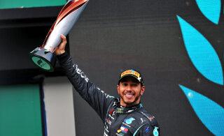 FOTOD | Mercedes tõmbas katte vormelilt, millega Hamilton üritab Schumacheri ees ainuvalitsejaks tõusta