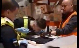 Кокаин? В Эстонии на складе между рулонами пленки нашли солидную пачку подозрительного вещества